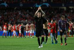 Soccer-Relentless Bayern crush Benfica 4-0 with four goals in 15 minutes