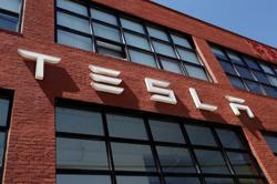 Tesla beats 3Q revenue forecasts but supply-chain problems hit plants