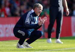 Soccer-Strength in depth a concern for injury-hit Leeds, says Bielsa