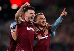Soccer-West Ham ease to third successive win, Napoli sink Legia