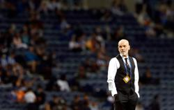 Soccer-AC Milan's Pioli yet to decide between Ibrahimovic and Giroud for striker's role
