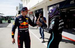 Motor racing-Verstappen calls Hamilton a 'stupid idiot' as F1 rivals clash