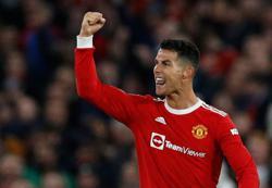 Soccer-Ronaldo backs Man Utd to adapt and overcome slow start