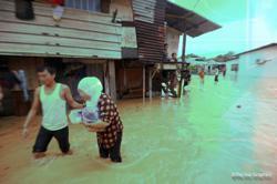 Burst culvert causes flash floods in Kampung Poh Tambahan, Bidor