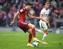 Soccer-Lewandowski scores again as Bayern crush Hoffenheim 4-0