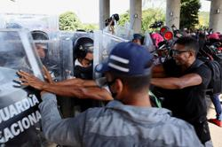 New migrant caravan in Mexico pushes past blockade to head north