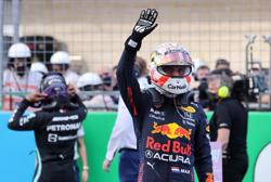 Motor racing-Verstappen on pole and Hamilton alongside in Texas