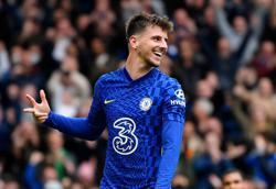Soccer-Tuchel says hat-trick hero Mount playing key role at Chelsea