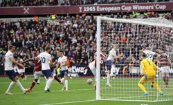 Soccer-Antonio scores as West Ham sink Spurs in feisty London derby