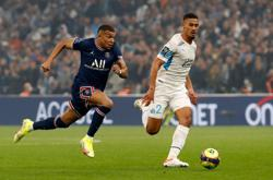 Soccer-Ten-man PSG drop points in Marseille stalemate