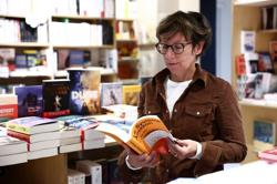 France moves to shield its book industry from Amazon