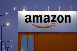Amazon bulks up shipping capacity to battle holiday season snarls