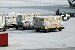 Lift for air cargo traffic