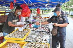 Local councils told to be strict in enforcing Covid-19 SOP at open-air markets