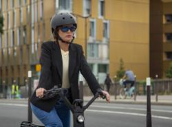 These connected glasses help cyclists keep their eyes on the road