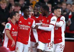Soccer-Arsenal, Chelsea and Sunderland reach League Cup quarter-finals