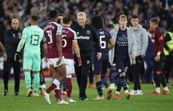 Soccer-Manchester City's League Cup domination ends with exit at West Ham