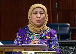 First 'Batik Day' adds colour to proceedings at Dewan Rakyat