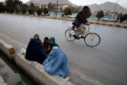 U.N. urgently needs cash in Afghanistan, but struggles for solution